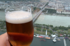 Jó kis sör a tetőn