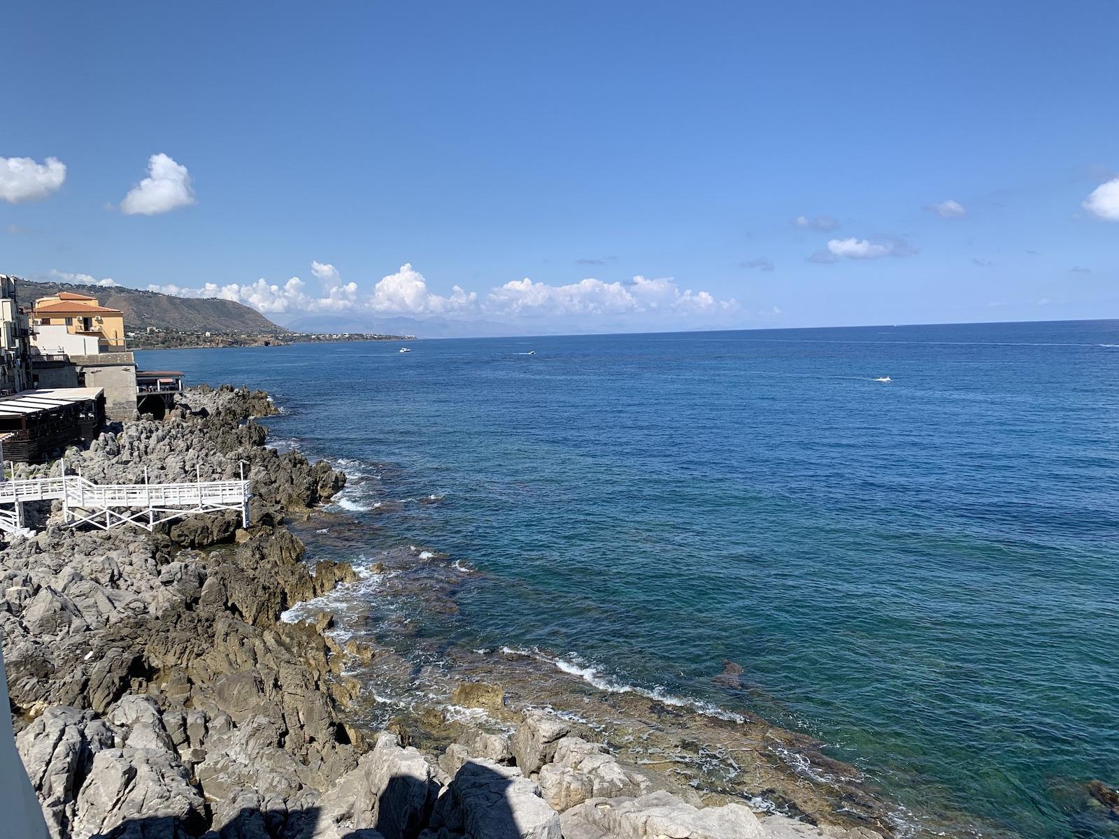 Gyönyörű sziklás partok