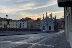 Pisa városa kora reggel